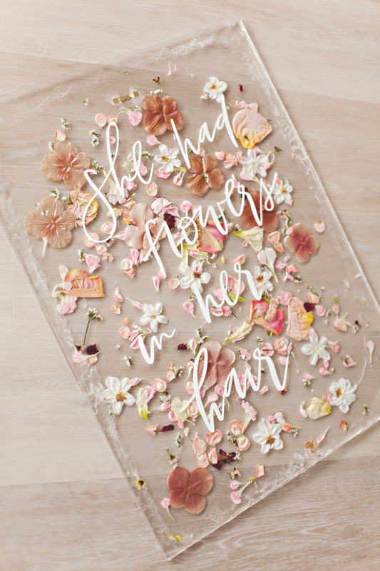 HOORAY_DIY-Pressed-Flower-Art-Sign_04