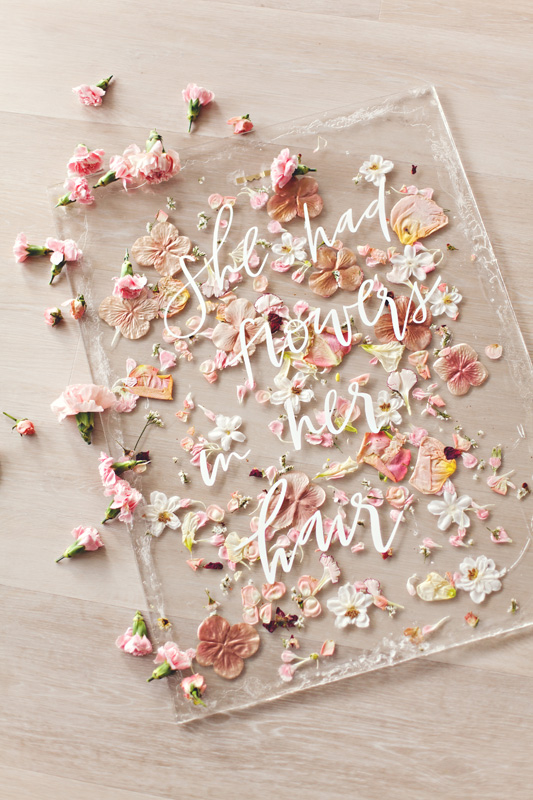 HOORAY_DIY-Pressed-Flower-Art-Sign_08