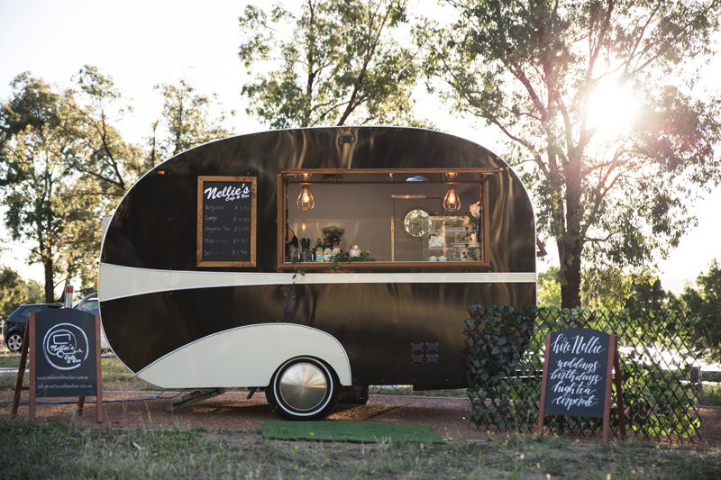 HOORAY_Nellies-Portable-Caravan-Bar_01